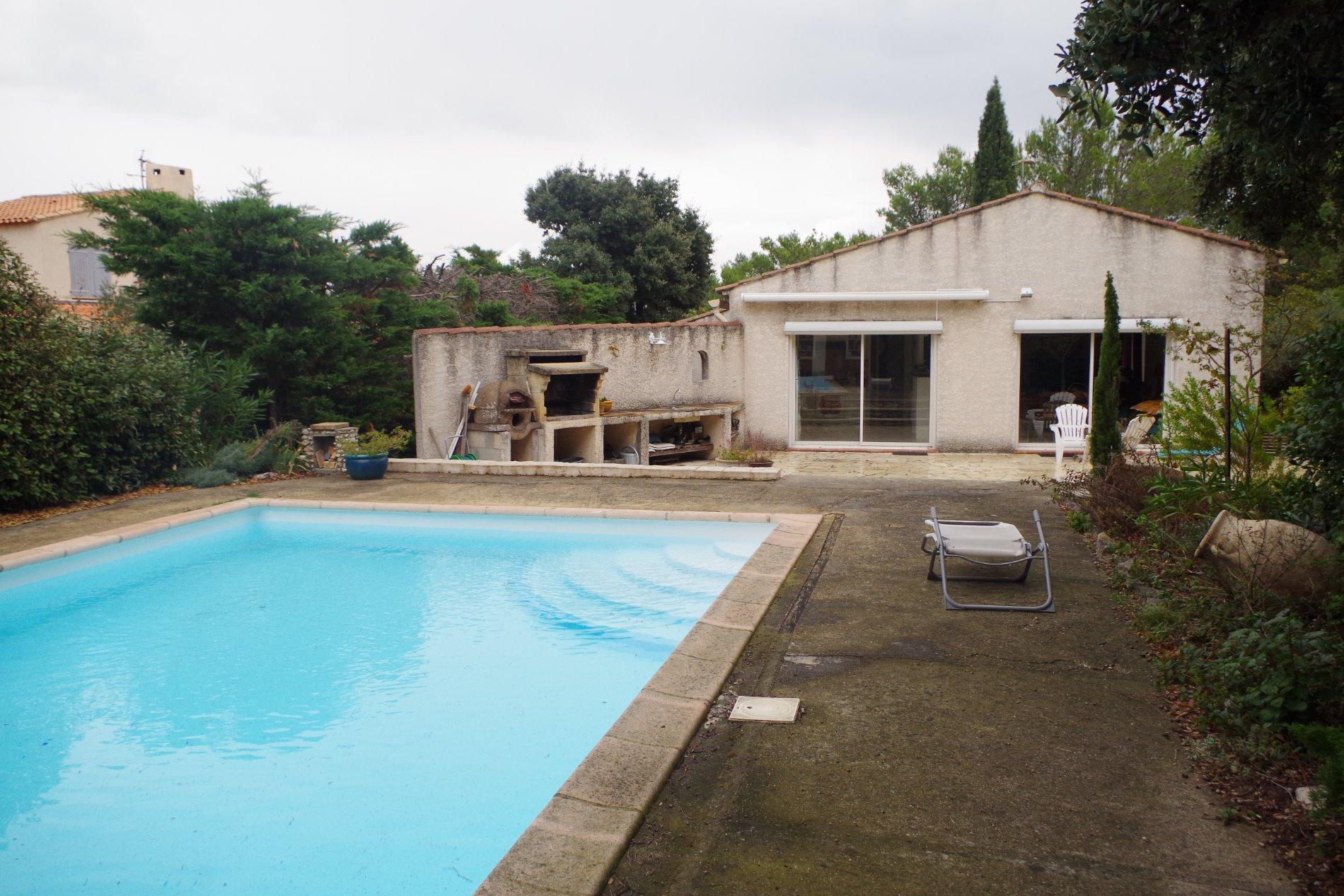 Vente poulx maison 120m sur parcelle 1250m piscine for Prix piscine 10x5